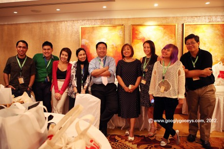 Inside the Holding Room: Allan Barredo, Ponggo, Trixie Esguerra, Jane Uymatiao, Richard Co, Noemi Dado, Noelle De Guzman, Helga Weber , Eric Ramirez of Nuffnang Philippines