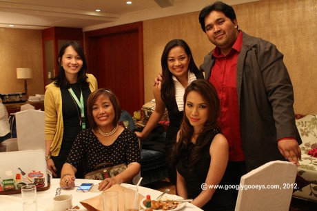 Nuffnang Blogopolis Holding Room: Christine Dychiao, Noemi Dado, Michelle Orosa-Ople, Carlo Ople & Divine Lee