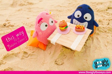 Ponggo & Tipsy's Afternoon Snack by the Beach