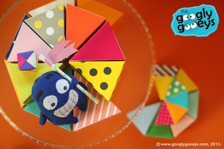 Googlygooeys' Ponggo sliding down the cake