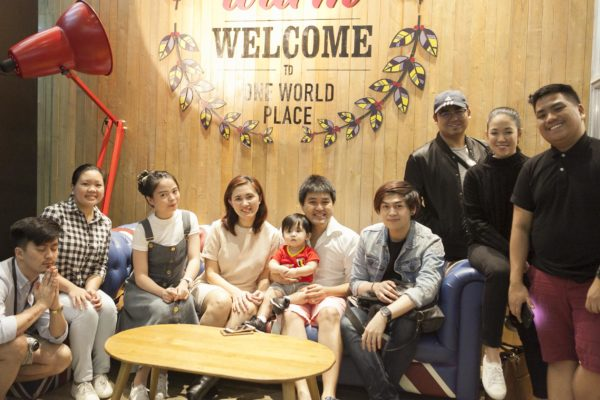 09-group-pic-with-globe-img_2385